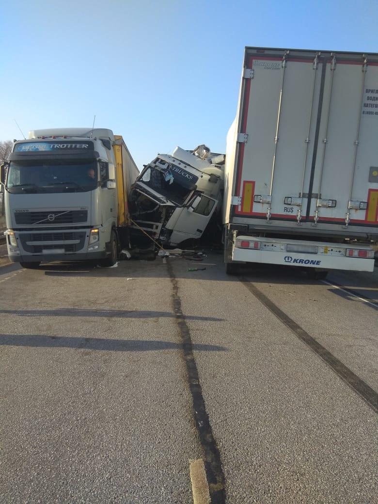 В Тамбовской области столкнулись четыре грузовика