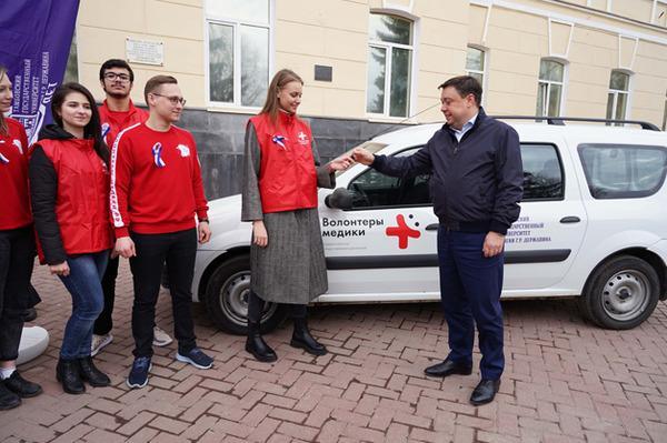 Волонтеры-медики получили в подарок от ТГУ автомобиль для работы в районах области