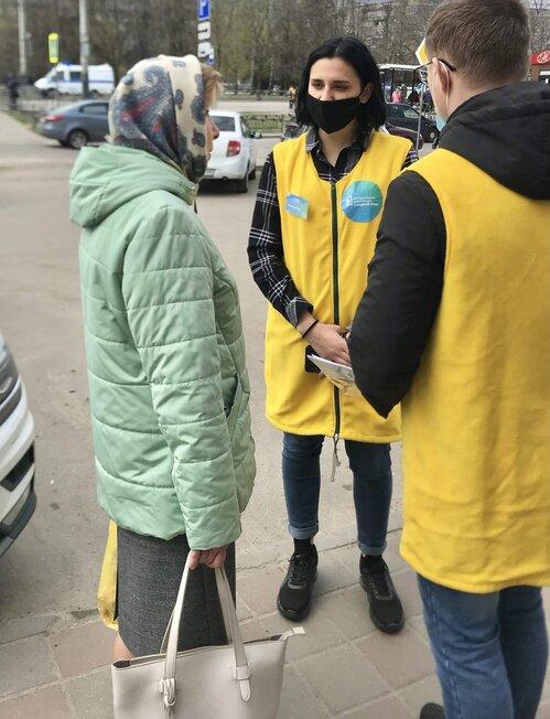 Волонтеры помогают тамбовчанам принять участие в голосовании за объекты благоустройства