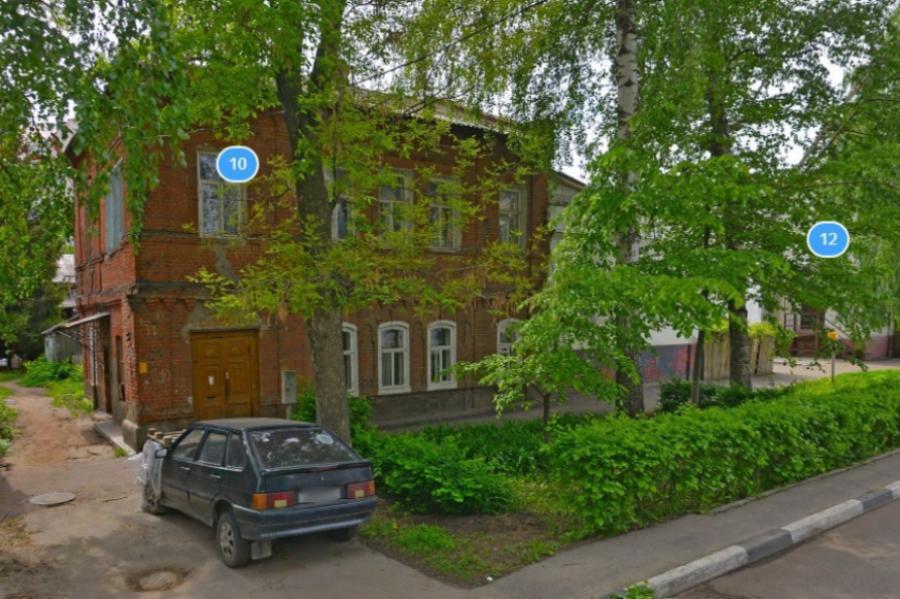 Жильцам аварийного дома по улице Ленинградской нужно снести его до 2025 года