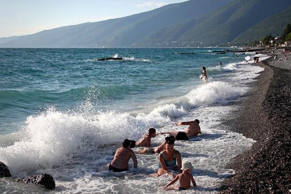 Абхазия упростила правила пересечения границы для российских туристов