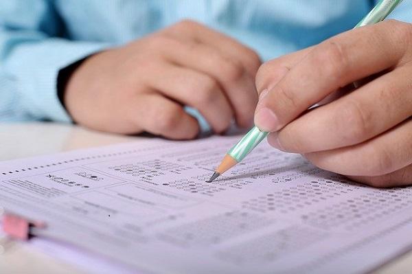 Более 40 человек удалили с экзаменов за нарушения в первый день сдачи ЕГЭ