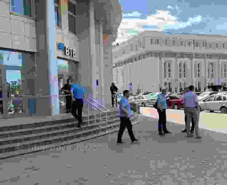 Из здания банка в центре Тамбова из-за сообщения о взрыве эвакуировали персонал