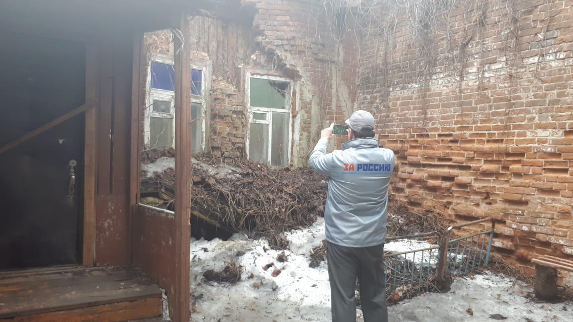 Общественники просят срочно переселить людей из аварийного дома на Ленинградской