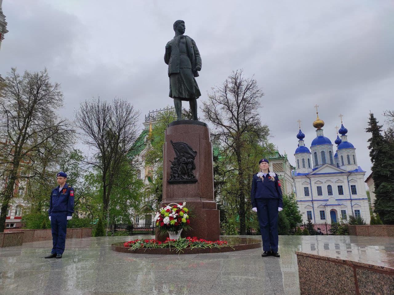 Первые лица области и города почтили память павших защитников Отечества