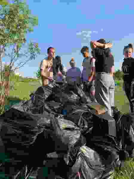 Почти тонну мусора собрали с берегов Ласковского карьера