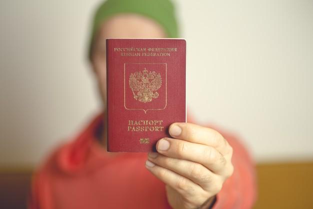 Правила выдачи загранпаспортов хотят изменить