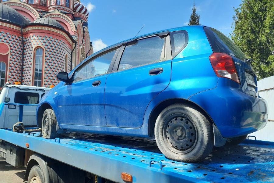 Россиянам назвали способ, как бесплатно забрать машину со штрафстоянки