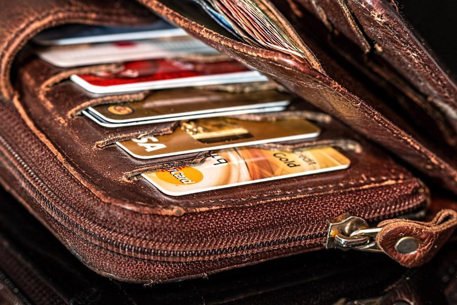 Россияне всё чаще уходят в минус по банковским картам с овердрафтом