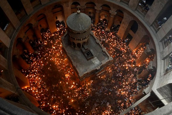 В храме Гроба Господня в Иерусалиме сошёл Благодатный огонь