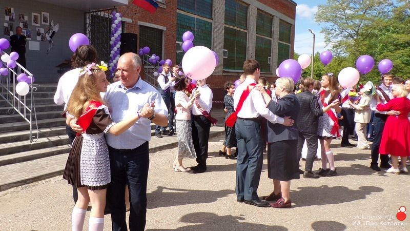 В Котовске прошли торжественные линейки, посвящённые окончанию учебного года
