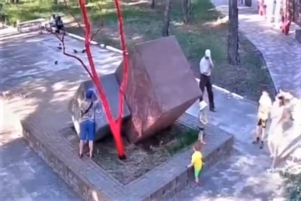 В Котовске снова испортили памятник воинам-интернационалистам