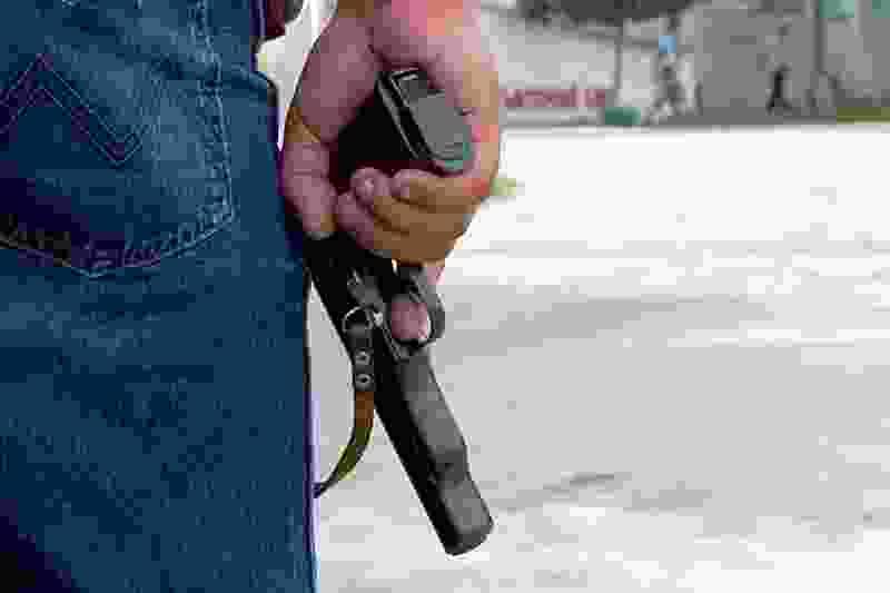 В Котовске задержали мужчину, размахивающего пистолетом на улице