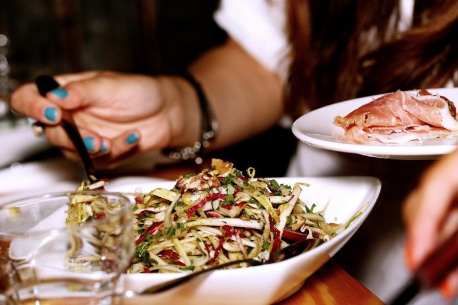 В России увеличилось число работников, обедающих принесенной из дома едой