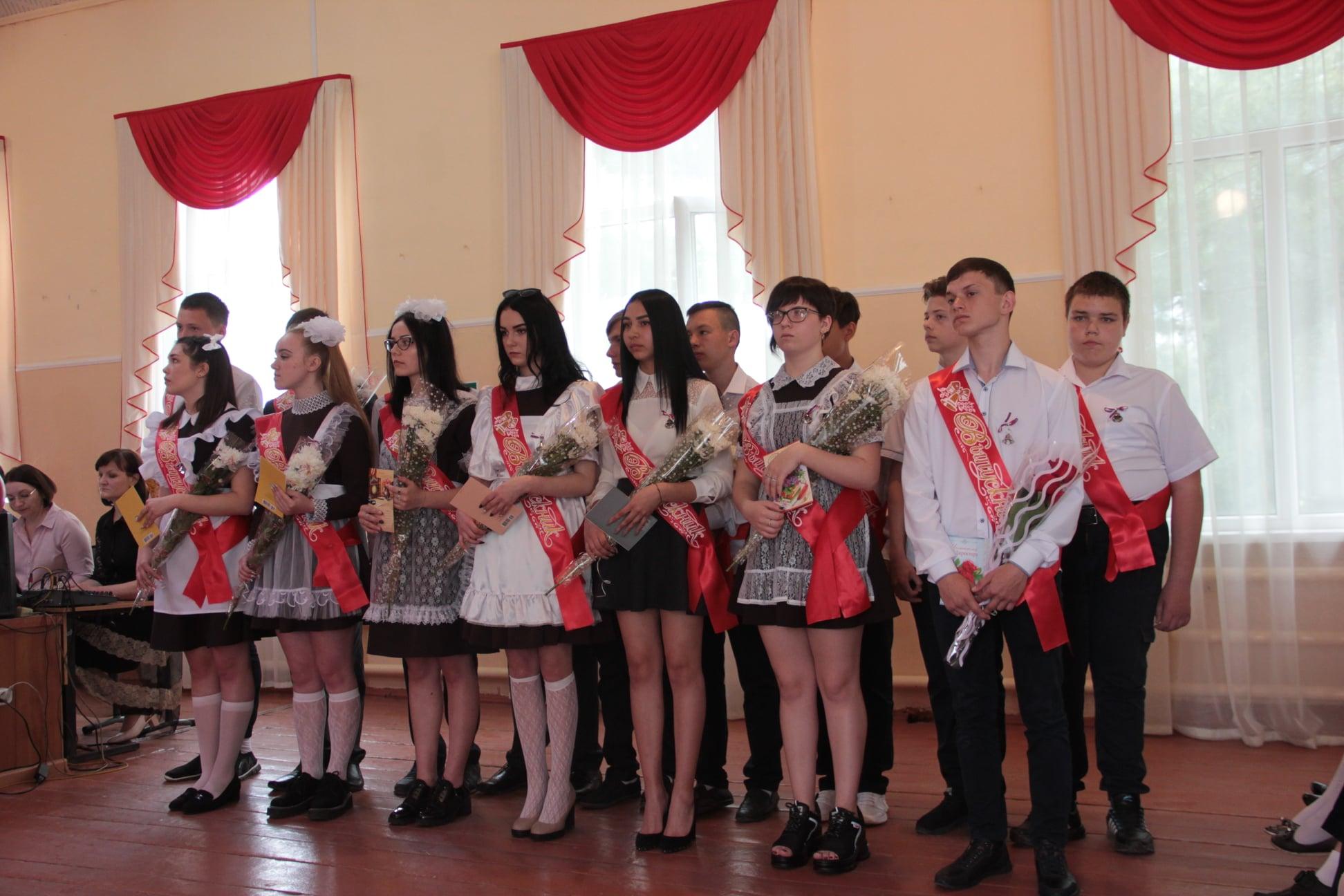 В школах Рассказовского района прозвучал последний звонок