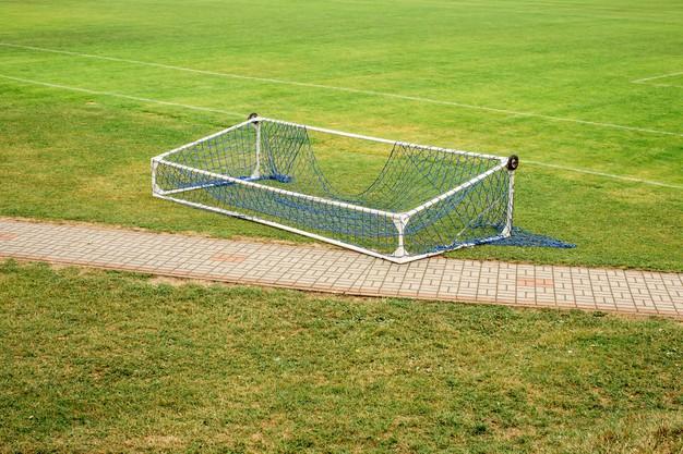 В спортшколе Мучкапского района никак не закрепят футбольные ворота