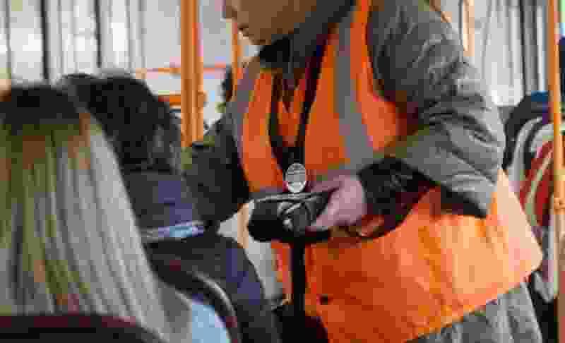 В Тамбове кондуктора автобуса уволили за хамство