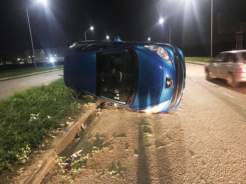 В Тамбове перевернулся автомобиль: трое пострадавших
