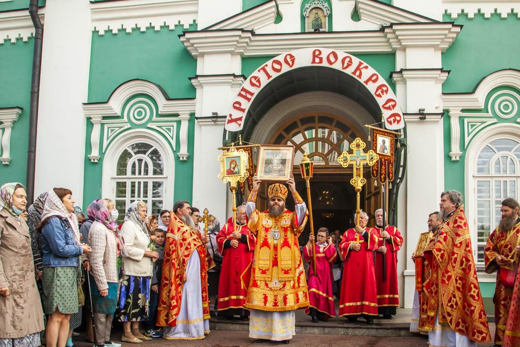 В Тамбове проводили ковчег с частицей мощей святой Матроны Московской