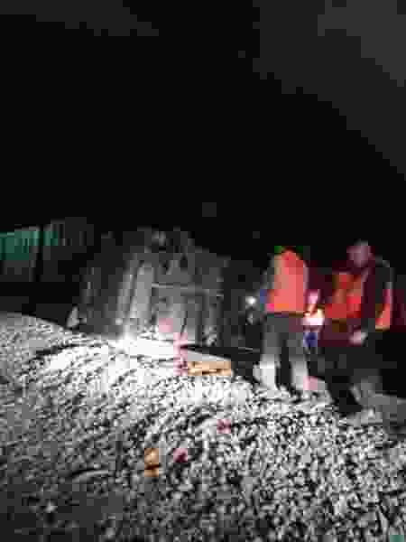 В Тамбовской области грузовой поезд врезался в автомобиль