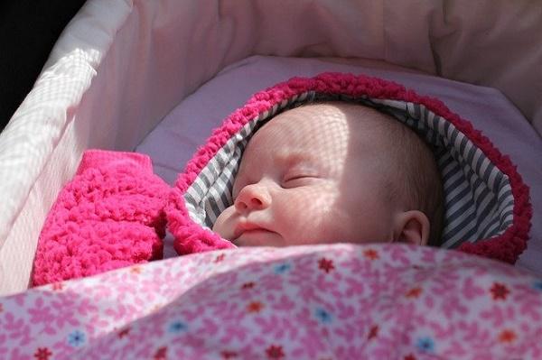 Врач назвала причину падения рождаемости в России