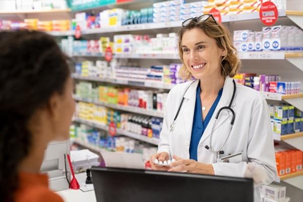 Врачи предостерегают россиян от обмана в аптеках