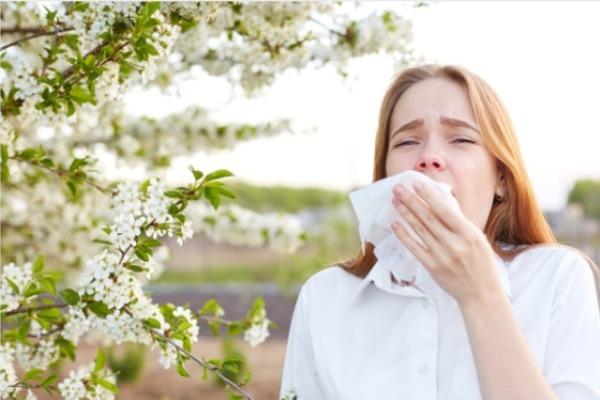 Врачи рассказали о правилах вакцинации от коронавируса для аллергиков