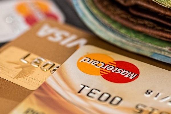 Выдачи кредитных карт в апреле выросли в 3 раза в годовом выражении