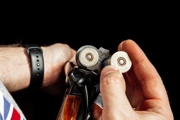 Житель Рассказово погасил долг по алиментам, не желая расставаться со своим оружием