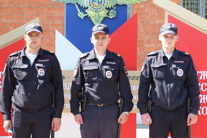 Знаменские полицейские спасли двух пьяных мужчин из тонущего автомобиля