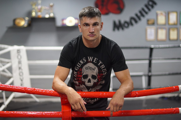 Боксёр Артур Осипов проведёт выставочный бой