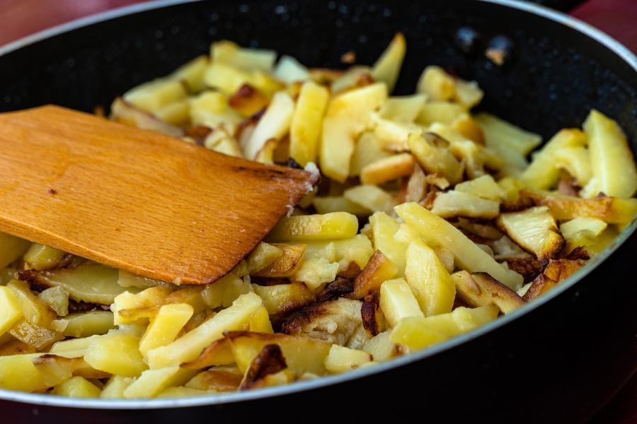 Эксперты назвали несовместимый с жареным картофелем продукт