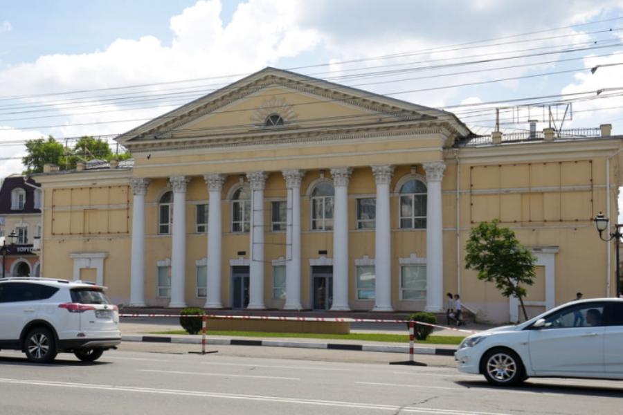 """Фасад бывшего кинотеатра """"Родина"""" собственник обязан отремонтировать к ноябрю 2021 года"""