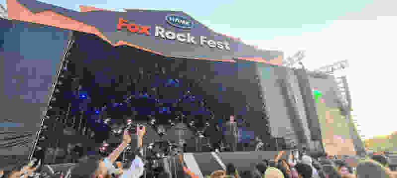 Ильич из Little Big оторвал себе усы в первый же день «Fox Rock Fest»