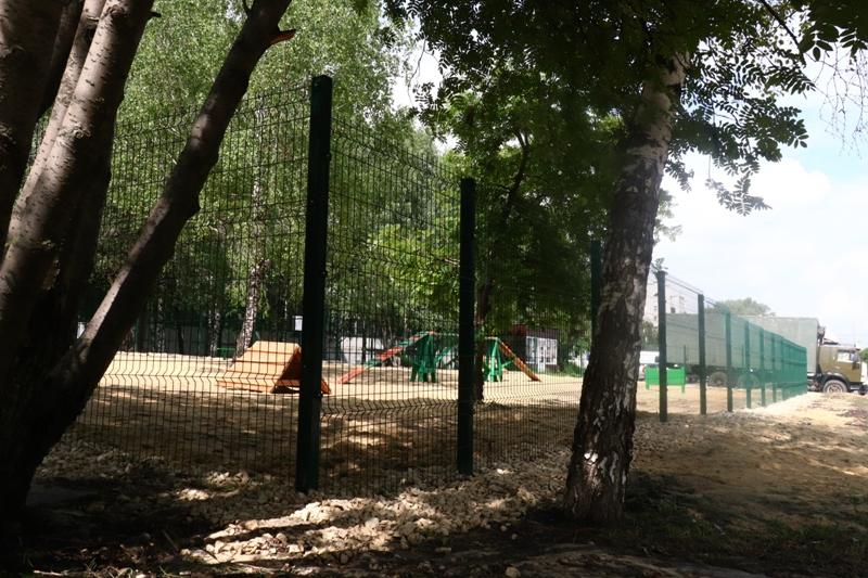 На севере Тамбова появилась первая площадка для выгула собак