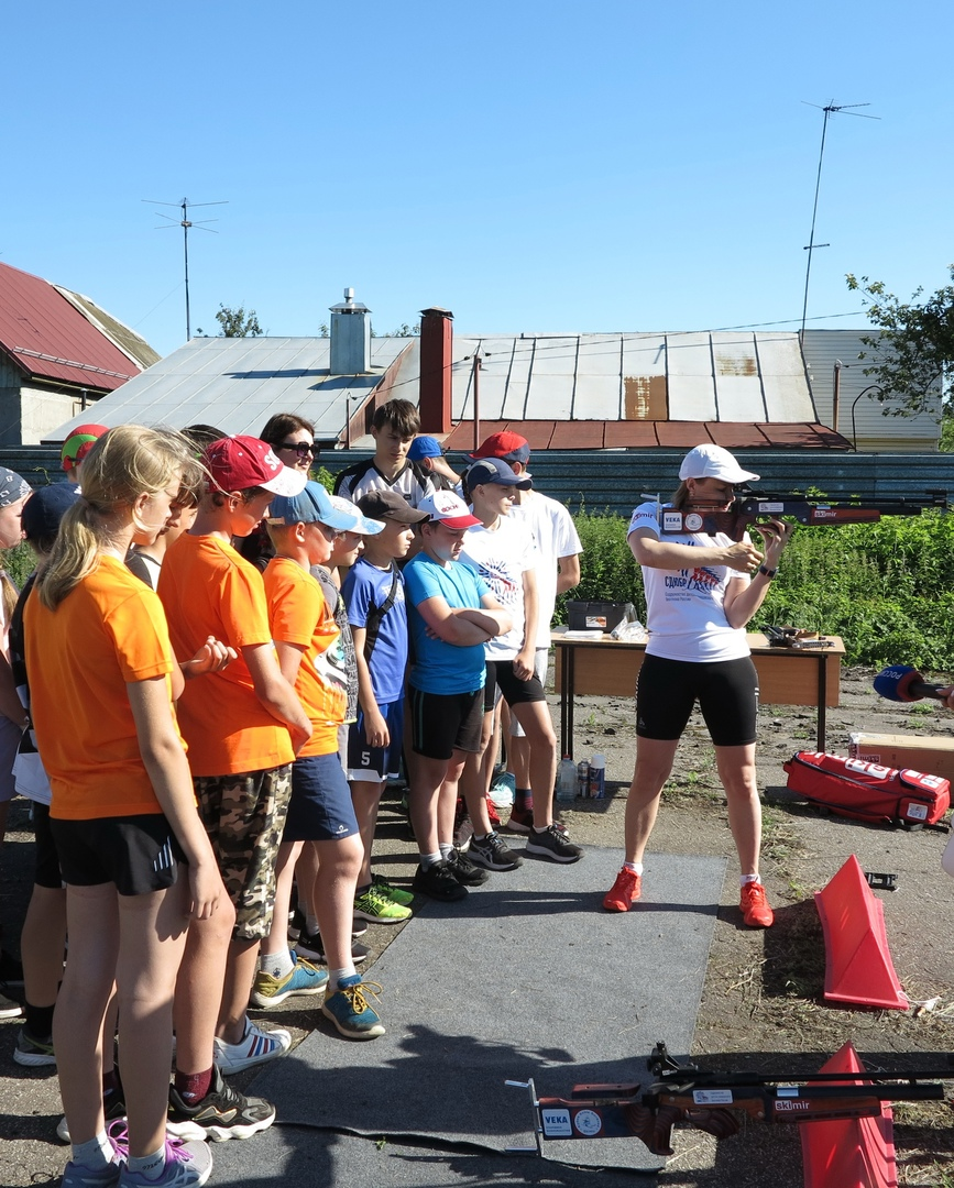 Олимпийская чемпионка по биатлону Анна Богалий встретилась с юными спортсменами Тамбова