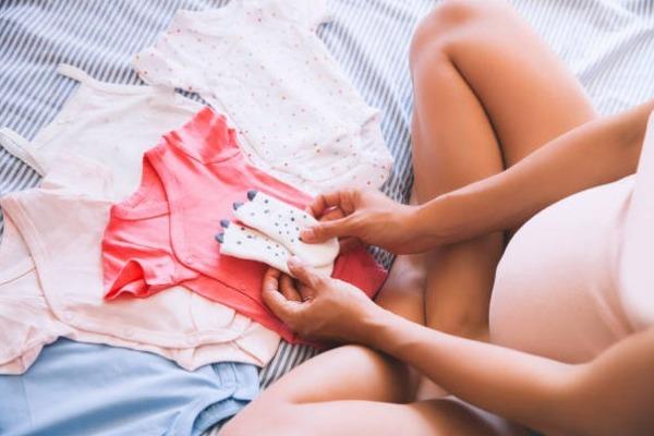 С 1 июля начнут принимать заявления на новые пособия беременным и родителям-одиночкам