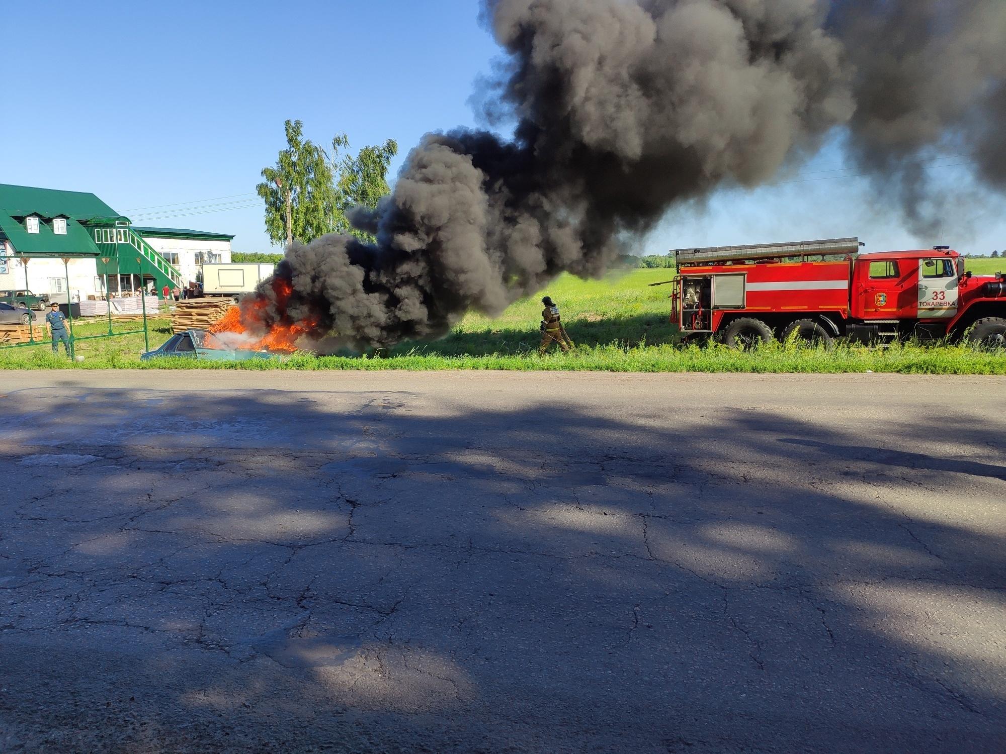 Тамбовские спасатели деблокировали пострадавших в условном ДТП