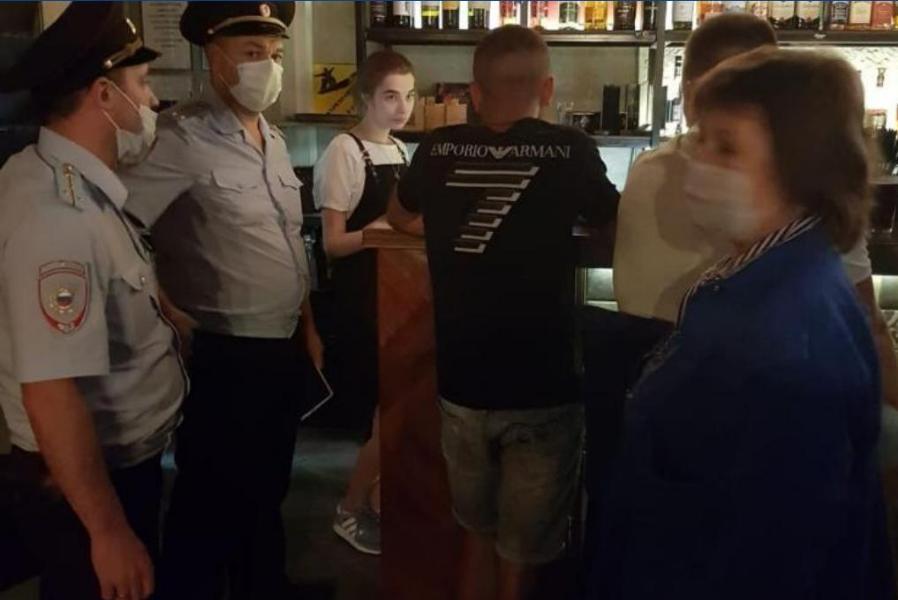 В барах и кафе Тамбова выявляют нарушения по количеству посетителей в ночное время
