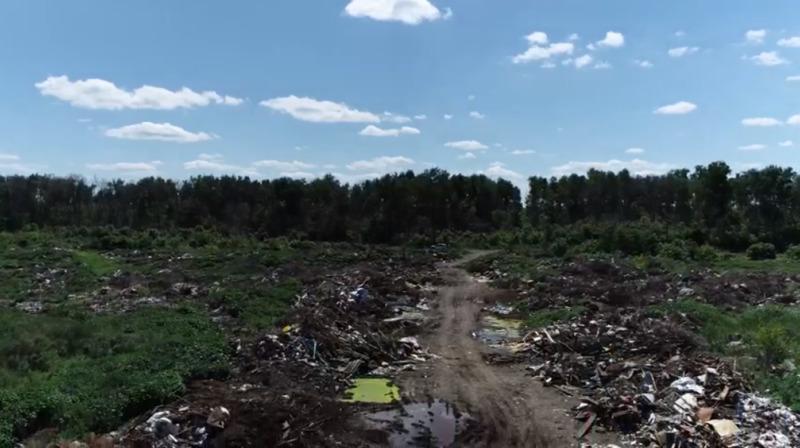 В Дмитриевке прямо под носом местных «эко-активистов» растёт гигантская несанкционированная свалка