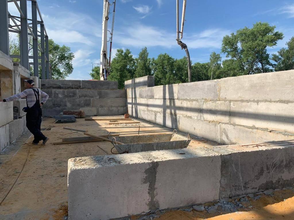 В Котовске продолжается строительство плавательного бассейна