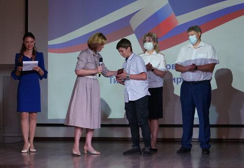 В Тамбове 14-летним школьникам вручили паспорта