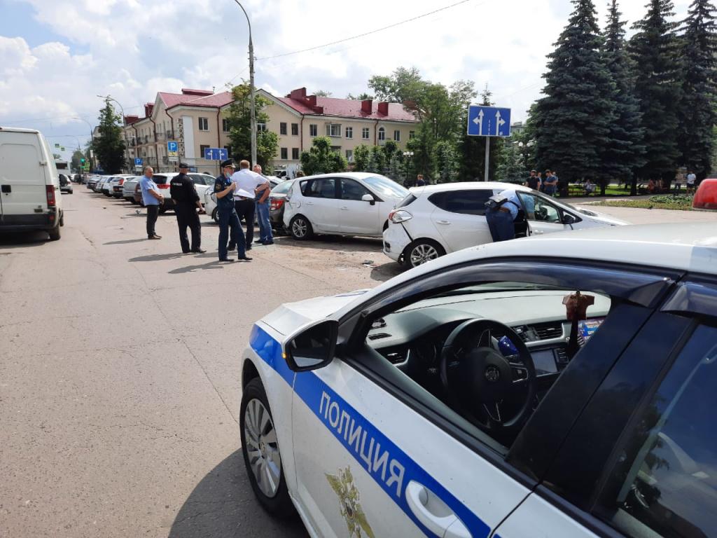 В Тамбове у водителя автобуса случился инфаркт: 1 пострадавший и 8 повреждённых машин