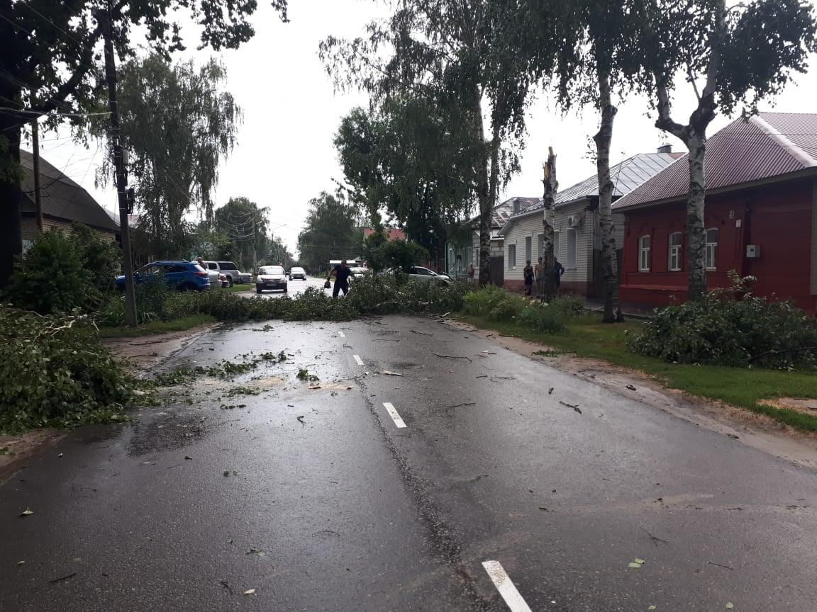 В Тамбове устраняют последствия урагана