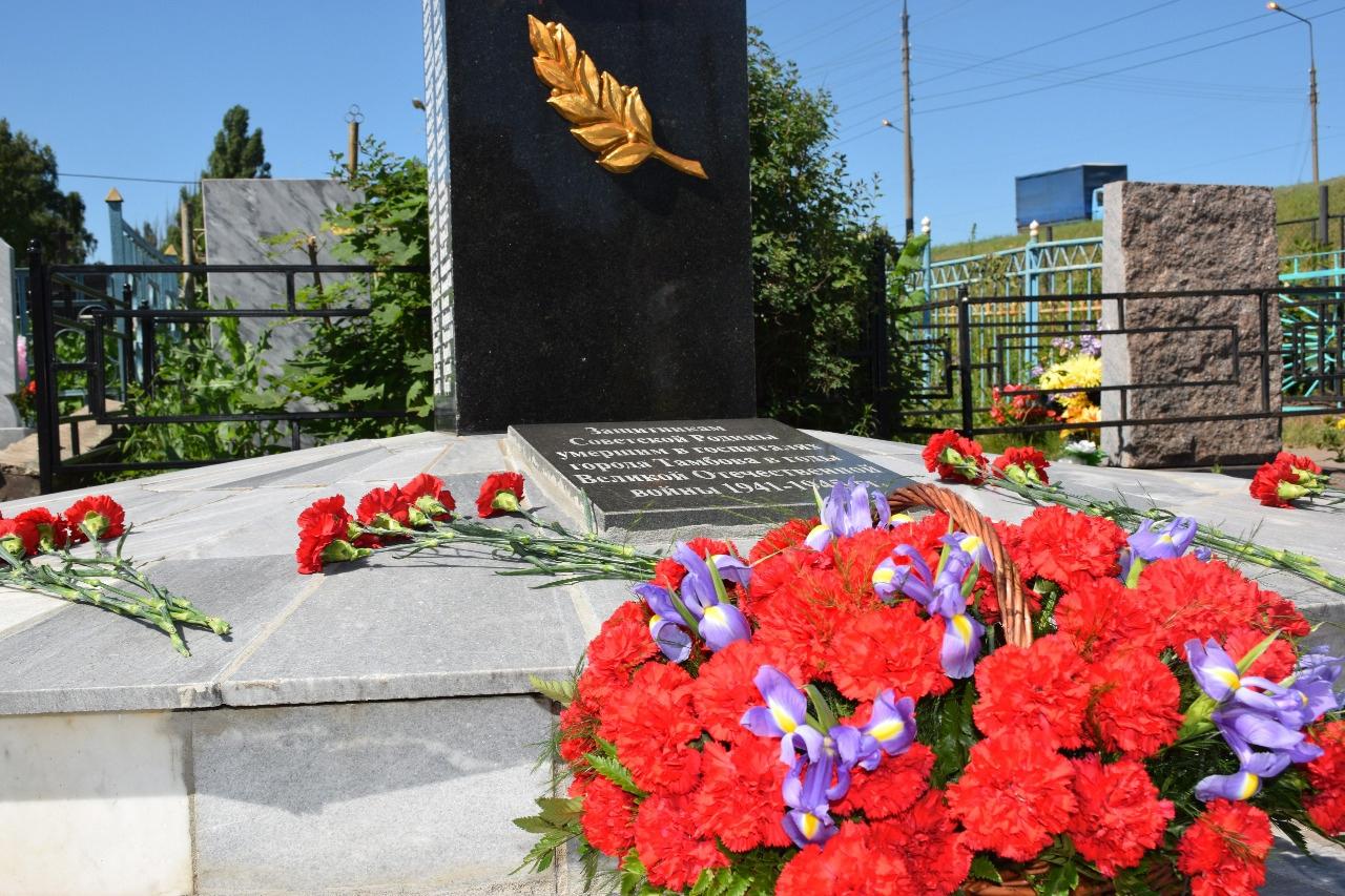 В Тамбове возложили цветы к стеле защитникам Отечества, погибшим в госпиталях
