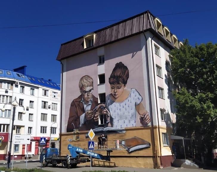 Влюблённый тамбовчанин расписал стену многоэтажки стихами о любви