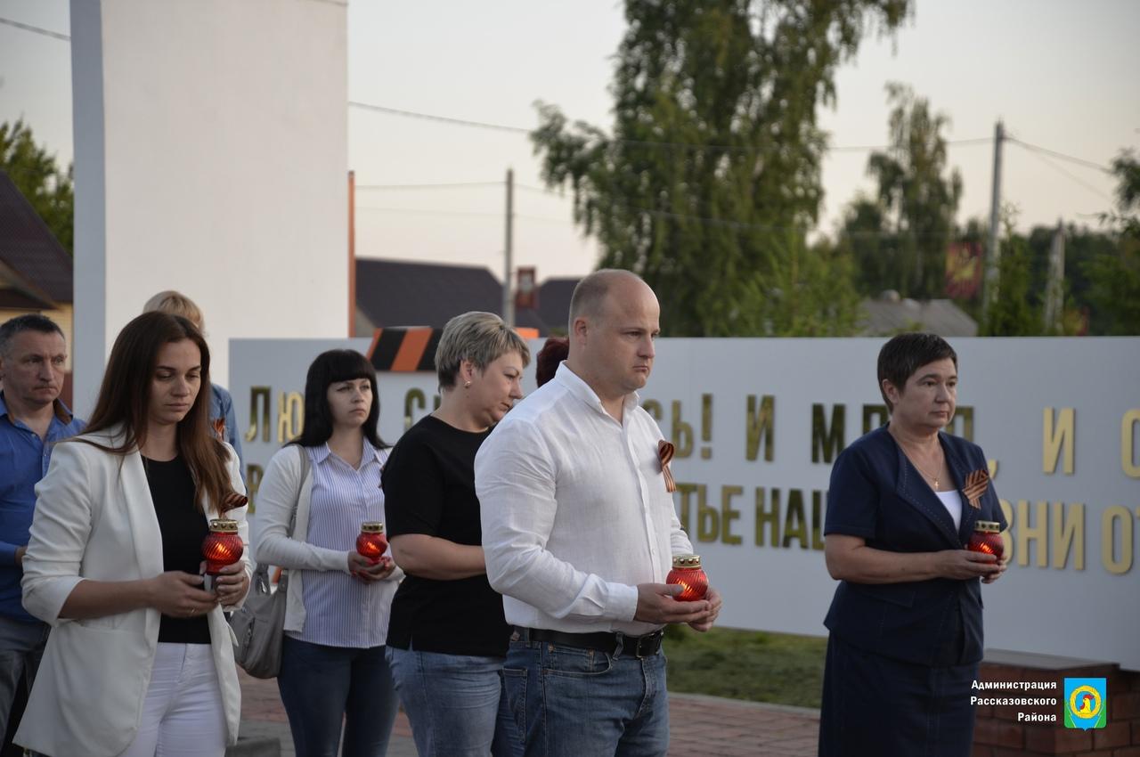"""Жители Рассказово и района зажгли """"Свечи памяти"""""""