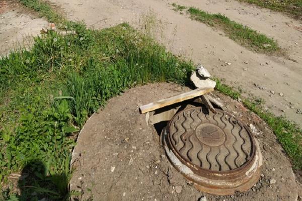 Жители Тамбова попросили восстановить крышку канализационного люка