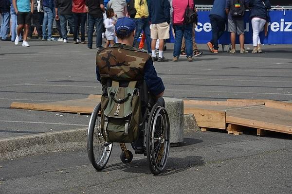 Детей-инвалидов будут обслуживать без очереди