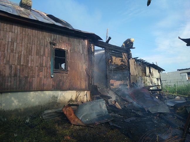 Двое маленьких детей и их мать погибли при пожаре в Кирсановском районе